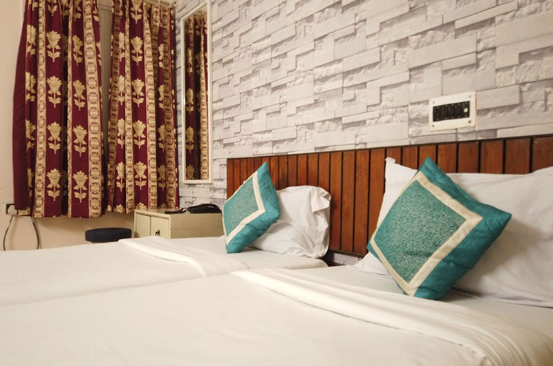Vinayak Luxury Room